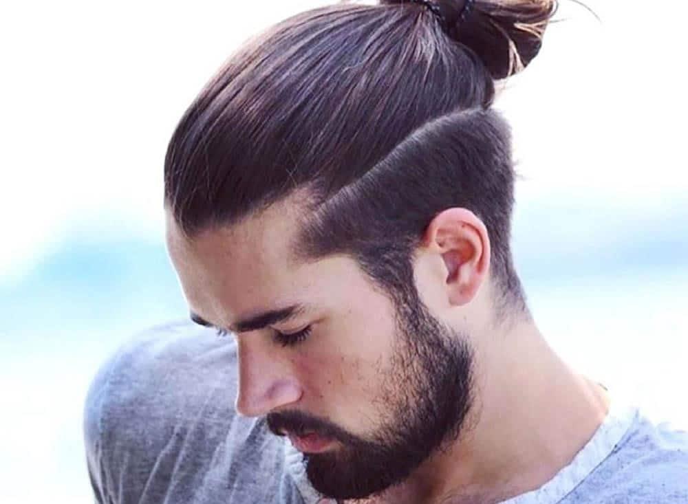 cabello-largo-recogido-hombre